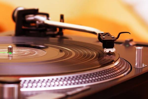 Gramofon manualny czy automatyczny?